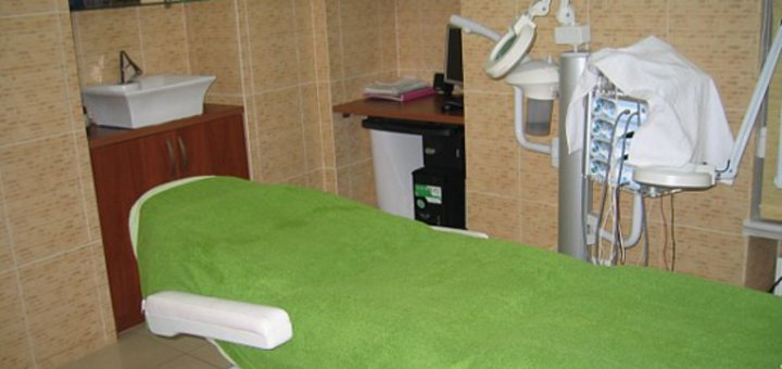 До 3 сеансов мезотерапии лица, шеи, декольте, RF-лифтинг в салоне красоты «Амира»